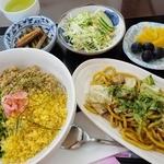 たんぽぽ - 【日替ランチ】3色丼と太麺焼きそばの定食(600円)