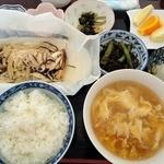 たんぽぽ - 【日替ランチ】鮭の包み焼きと玉子スープの定食(600円)