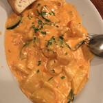 トラットリア ピッツェリア アミーチ - 手打パッパルデッレ 海老とズッキーニのトマトクリームソース