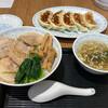 横浜とんとん - 料理写真:チャーシュー丼、餃子