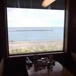 いさな - テーブルから海を 羅阿麺館いさな  登別