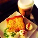 15286846 - シフォンケーキとコーヒー