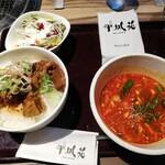 152863504 - ごろっとカルビのぼっかけ丼&ユッケジャンスープセット(1100円)