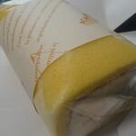 ベルサ洋菓子工房 - 料理写真:気まぐれ生ロールケーキ①