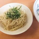長崎亭 - 料理写真:ちゃんぽんを食べていても替玉はラーメンのみ