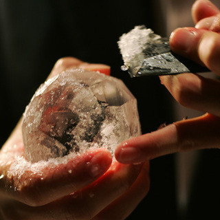 「溶けにくい氷」で最後までカクテル本来の味をお楽しみください