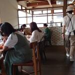 キコリ カフェ - 店内 お洒落男子の店員さんの後を付いてく(笑)