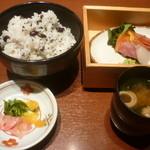 15288052 - 美味休心御膳(五穀米ご飯、香の物、味噌汁、お刺身)