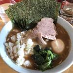 横浜家系ラーメン みと家 - 料理写真:欲張りラーメン850円、玉ねぎ50円