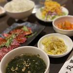 焼肉丸萬 - ハラミ定食
