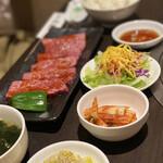 焼肉丸萬 - ロース定食