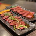 焼肉丸萬 - どちらもきれいなお肉