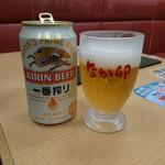 なか卯 - 缶ビールとグラス、このグラスはすき家と似ている!?