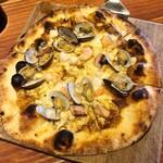 サムシング ベッラ ジョイア - 海賊のピザ