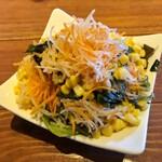 サムシング ベッラ ジョイア - ランチのサラダ