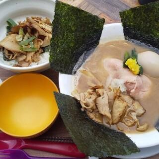 オモテナシヌードル まつじ - 料理写真: