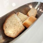 レ ロジェ ビストロ ド ロア - パンは2種類(2人分)