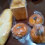 パンの国 麦穂の香 - 料理写真:買ったパンたち ね、食パンちょっと薄いでしょw