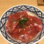 きたかた食堂 - 平打ち冷やし肉そば+天然大トロ漬け丼1280円。想像以上の小ぶりです。ご飯の温度、赤酢?の効きが今ひとつで残念ですが、それなりには美味しくいただきました(^。^)