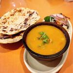 多国籍居酒屋シャンガリ - 料理写真:カレーとチャパティ