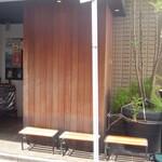 石釜 ベイクブレッド 茶房 タムタム - 入口