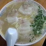 15293677 - 「ラーメン」500円 ドッシリ濃厚系豚骨スープ 見紛うこと無きコッテリ系ラーメン!