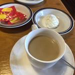 コメダ珈琲店 - ドリンク写真:なんで黄土色