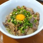 スタミナ苑 - 味噌味のモツ煮込み 卵と共に