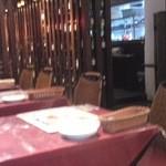 元祖 にんにくや - テーブル席の様子です
