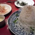 元祖 にんにくや - しゃきしゃき大根サラダ、特別セパレイトのソース編です