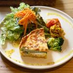 カフェドアンダニエルズ - 料理写真:春野菜とシーフードのキッシュ2021.6