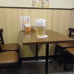 中国家庭料理 楽亭 - 店内テーブル席