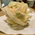 木挽庵 - 「海老と玉ねぎ そら豆のかき揚げ」塩で頂きます