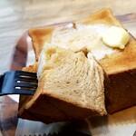 152966608 - あらっ♪黒糖トーストなのね♪