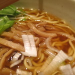 麺たつ - 正油のアップ