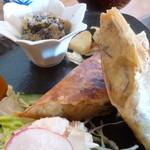 カフェ ハレノヒ - 料理写真:ボス、こやつが絶品のさつま芋春巻きですぜ…