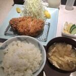 152985255 - 「特ロース豚かつ定食」(2400円)