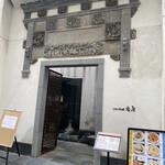オールドハウス ラオファン - まるで中国のお城のような威厳ただようお店構え。