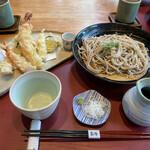 季節料理 あら珠 - しらすのかき揚げと大海老、旬菜天ぷらの十割そば
