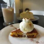 cafe Mode - 洋梨のキャラメル風タルト タルト生地が残念。