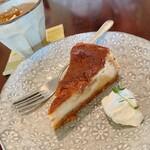 蓮 - キャラメルチーズケーキ と アイスフルーティールイボス