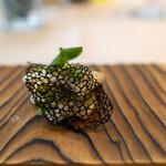 ラパン アジル - 2021.6 アカイカと長葱のグリル イカスミのチュイル