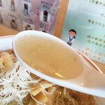 道の駅 - 味気の無い色合いですが、しっかりと旨味がある美味いスープ。いやぁフードコートのレベルではないくらい美味い♪