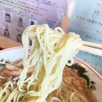 道の駅 - 麺は若干ちぢれている細ストレート麺といったところでしょうか。この塩スープに合っております。