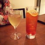 アザーサイドカフェ - 白ワインとカンパリ―ソーダ♪