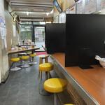名島亭 - カウンターから店内を撮影
