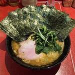 ラーメン 厚木家 - ラーメン700円麺硬め。海苔増し100円×2