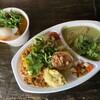 リコ カリー - 料理写真:ダブル(鶏団子と旬野菜のグリーンカレー、濃厚坦々麺風キーマ)、山椒ポークカレー