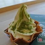 15306595 - 富士山ソフト¥300 ※煎茶パウダー掛け後