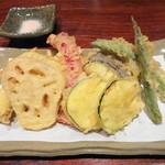栄喜知 - お野菜の天ぷら。カリッと揚がってましたよぉ